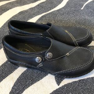 Clark's Slip-on Black Leather Shoes l Size 7N EUC